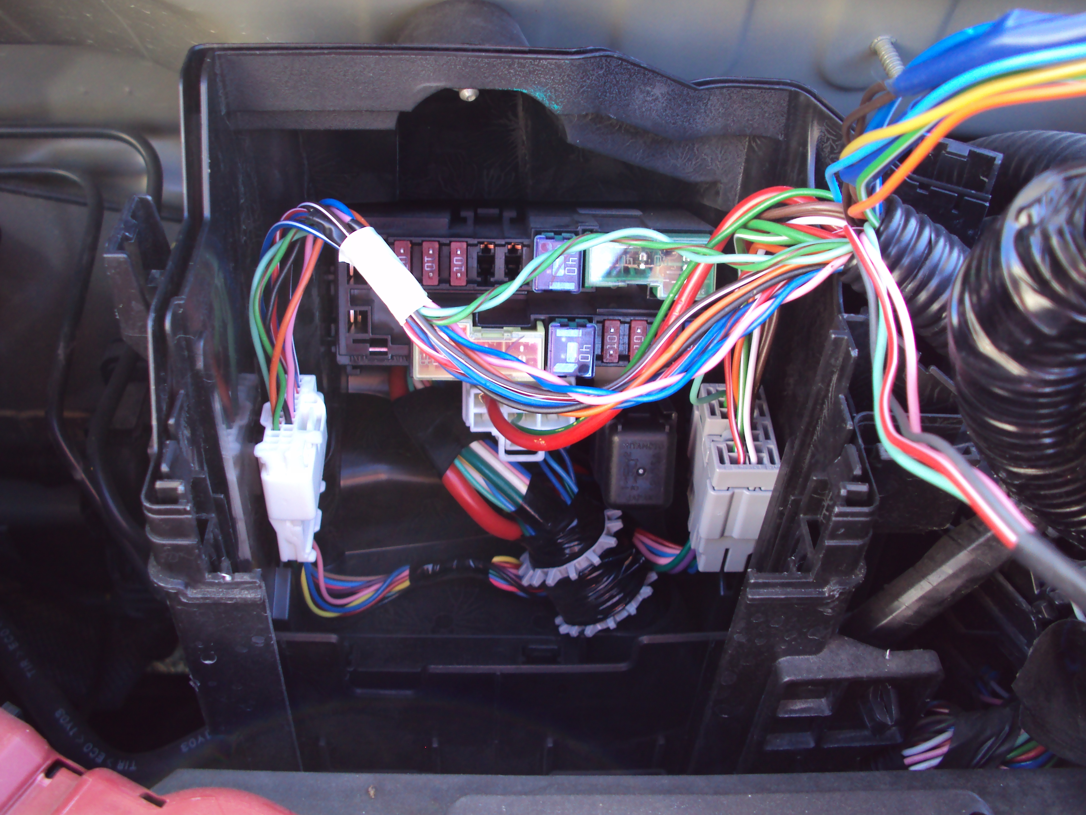 Guide To Find All The Fuses Interior Fuse Box And Engine Bay Nissan Kubistar Location 7 Detailed View Of That Holds Mobile Block